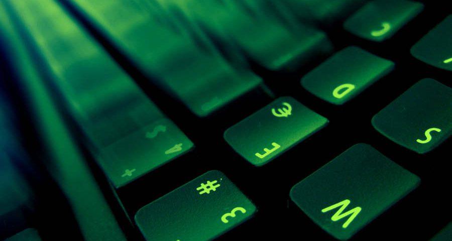 Jak ubezpieczyć swoje środki od oszustów w Internecie?