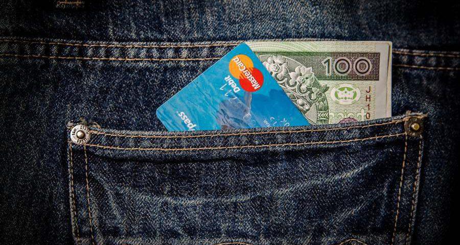 Jak zyskać, płacąc kartą za zakupy?