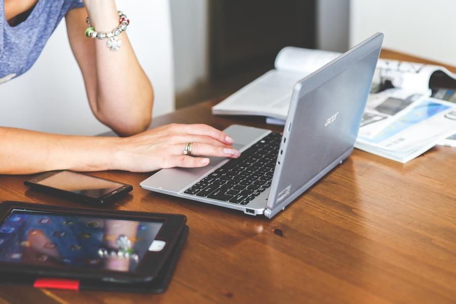 Kupujemy towary w sieci – jak zaoszczędzić i nie dać się oszukać?
