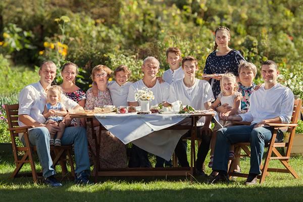 Miłego dnia rodziny! Zbierz rodzinę przy jednym stole