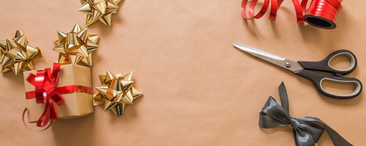 6 praktycznych sposobów jak zapakować prezent