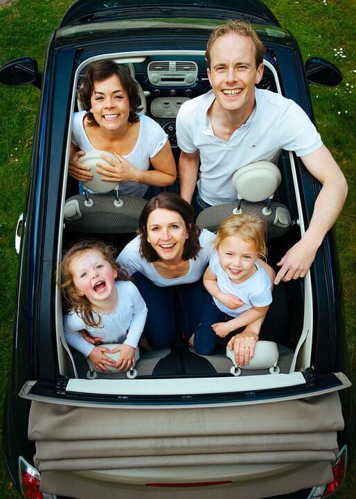 Darowizna samochodu w rodzinie: warunki, podatki i inne kwestie formalne, o których nie warto zapominać
