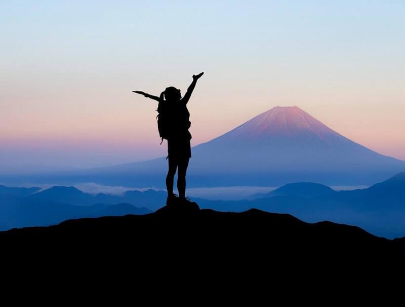 Co zabrać ze sobą w góry: korzystne porady dla podróżników
