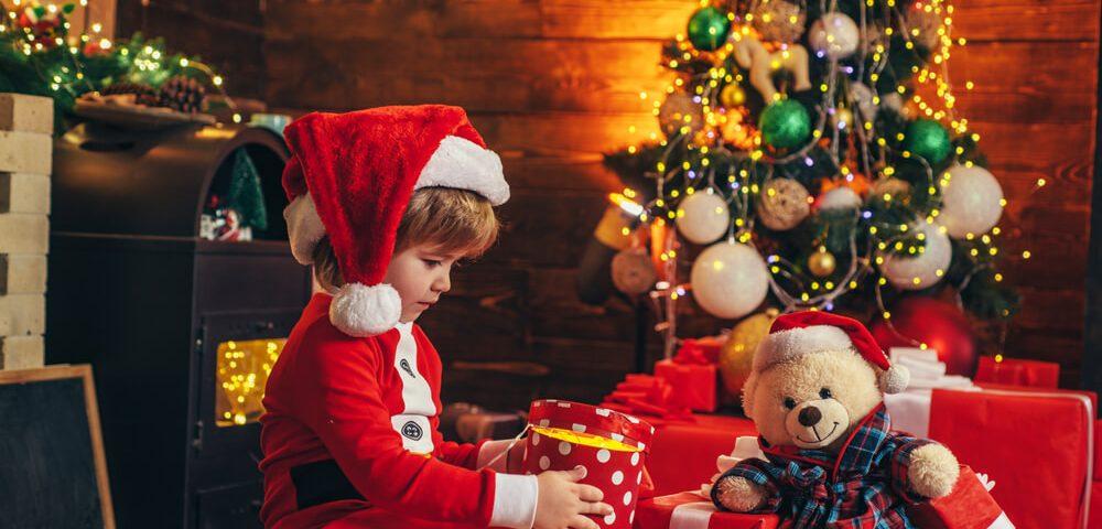 Prezenty na Święta: jak zaskoczyć dziecko