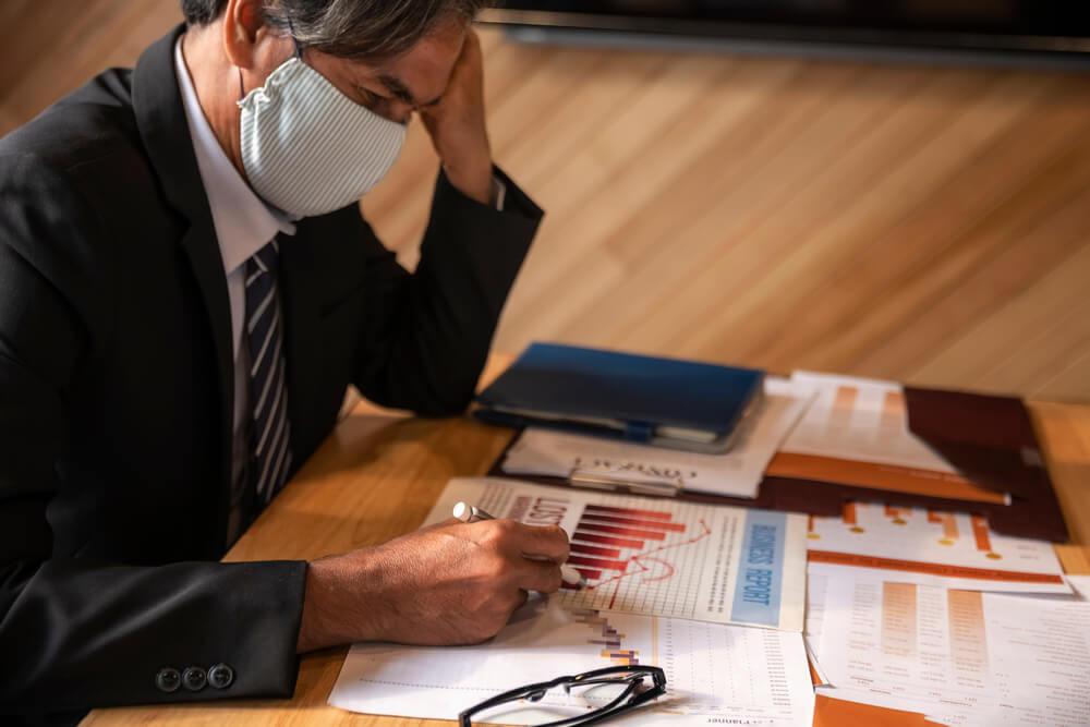 Tarcza antykryzysowa (zwolnienie z ZUS, pożyczka, subwencja, postojowe) – hit czy kit?