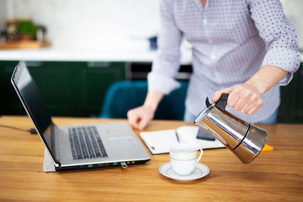 Praca zdalna w domu – wszystko, co musisz o niej wiedzieć